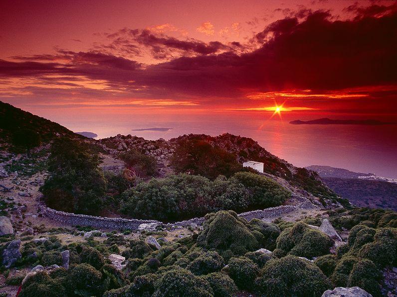 Sonnenuntergang am Kratertal des Diavatis auf Nisyros. (c) Tobias Schorr 2007