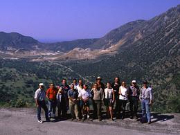 Das GEOWARN-Team vor der Kulisse der Kaldera von Nisyros (c) Tobias Schorr