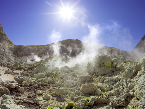 Fumarolen im Stefanos-Krater der Vulkaninsel Nisyros (c) Tobias Schorr