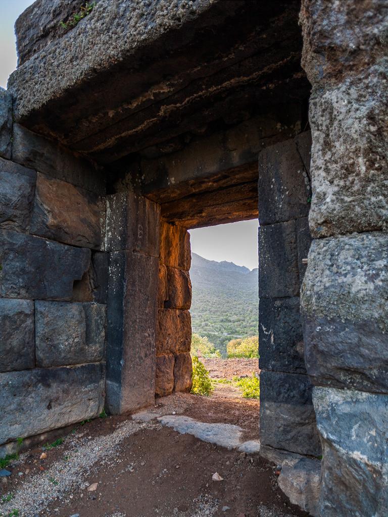 Der Eingang zur Akropolis des antiken Nisyros. (c) Tobias Schorr