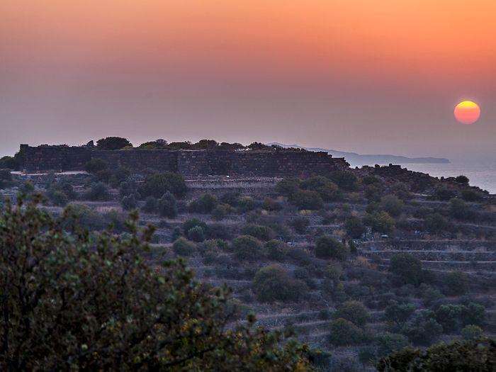 Sonnenuntergang über dem Paliokastro (c) Tobias Schorr