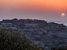 Sonnenuntergang und Blick auf die Festung Paliokastro. Oktober 2014. (c) Tobias Schorr